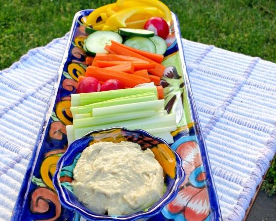Veggie-Platter-with-Garlic-Hummus